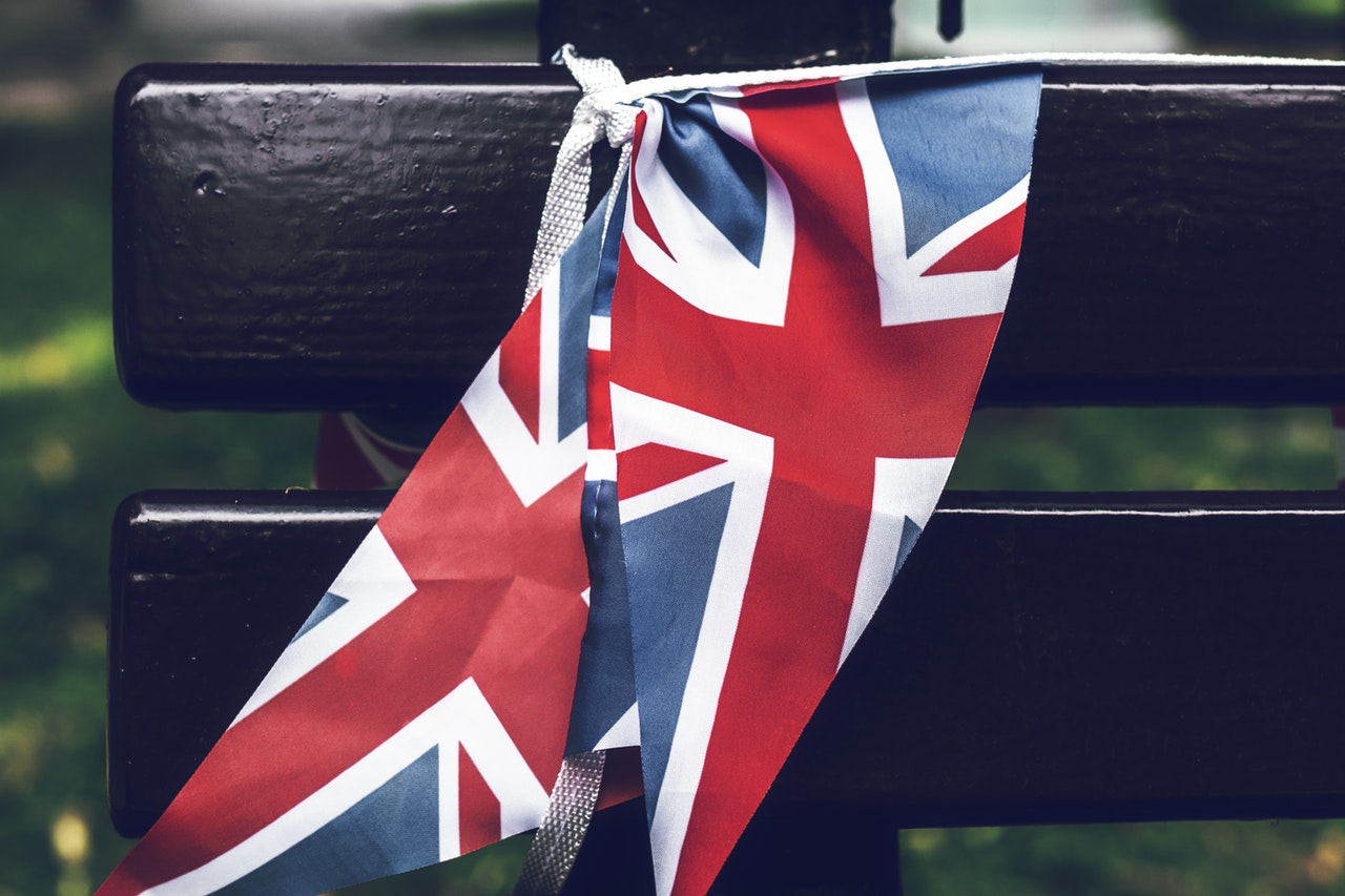 united-kingdom-flag-tied-to-a-wooden-bench-2606515